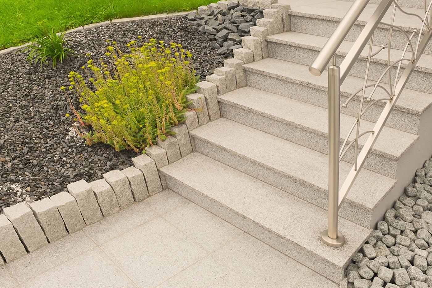 32_aussenbereich-treppeausgranit-garten-platten